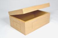 Coffret folding hêtre verni, avec zones prévues pour incrustation de pièces cuir et métal.
