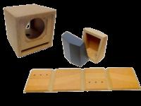 Deux modèles d'enceintes acoustiques assemblées par pliage du bois.