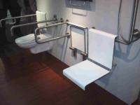 Équipement sanitaire en compact HPL postformé.