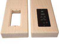 Manchettes d'accoudoirs percées pour insertion d'un boîtier de commande électronique.