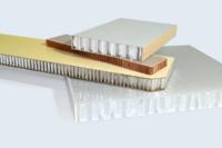 Panneaux double peau (PVC, stratifié HPL, fibre de verre) et âme nid d'abeilles (polyéthylène, aluminium, Nomex®)