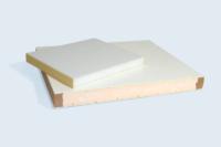 Panneaux sandwich double peau PVC et âme isolante en mousse polyuréthane. Chants plaqués et alaisés.