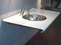 Plan vasque simple en compact HPL postformé.