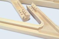 Usinage de précision d'une pièce en bois massif à la commande numérique.